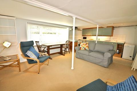 1 bedroom ground floor flat to rent - Castlebar Road, Ealing, London. W5 2DD