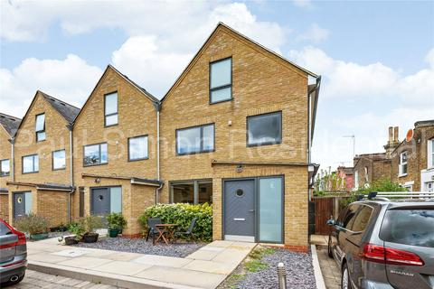 3 bedroom end of terrace house for sale - Admiral Place, Effingham Road, London, N8