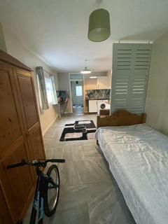 Studio to rent - Wardown Crescent , LU2 7JS