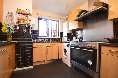 1 bedroom in a flat share to rent - Lukin Street, London, E1