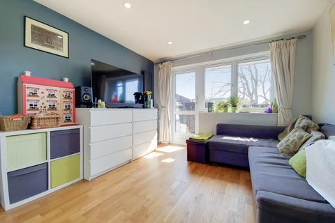 1 bedroom flat for sale - King Arthur Close Peckham SE15