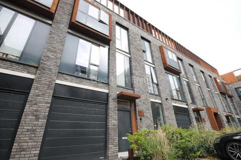 3 bedroom townhouse for sale - Roof Gardens, Bentinck Street, Castlefield
