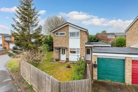 3 bedroom detached house for sale - Mowbray Crescent, Stotfold, Herts SG5 4DY
