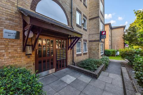 3 bedroom apartment to rent - Chaucer Drive SE1