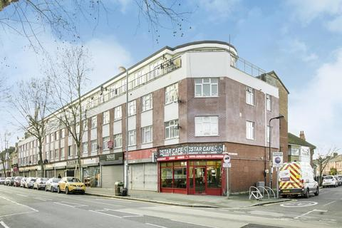 3 bedroom flat to rent - Station Parade, High Road Leyton, London
