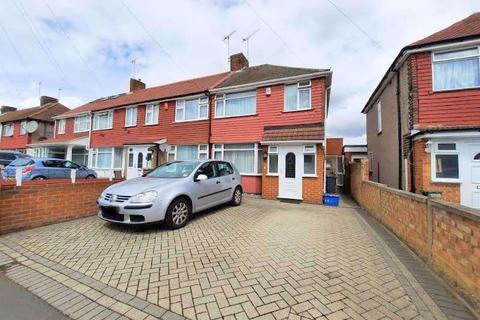 3 bedroom semi-detached house to rent - Lansbury Avenue, Feltham