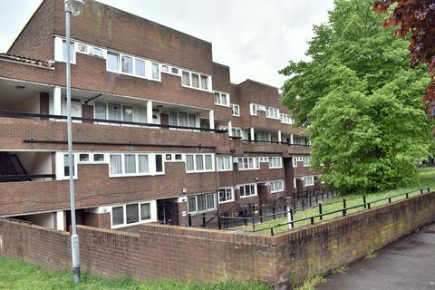 3 bedroom ground floor maisonette to rent - RUSSETT WAY, LEWISHAM, LONDON, SE13 7LY