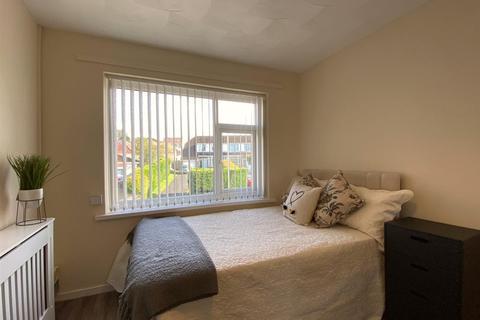 Studio to rent - Ridgeway, Killay