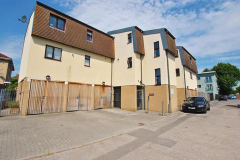1 bedroom flat for sale - Manor House Court, Whitchurch