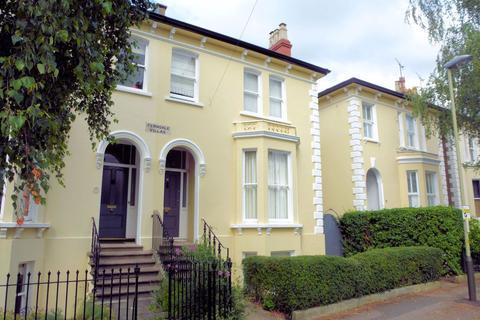 5 bedroom house to rent - Kings Road GL52 6BG