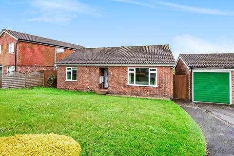 2 bedroom detached bungalow for sale - The Moors,  Thatcham,  RG19