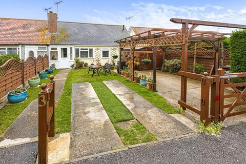 2 bedroom chalet for sale - Shaw Close, Middleton-On-Sea, Bognor Regis, PO22