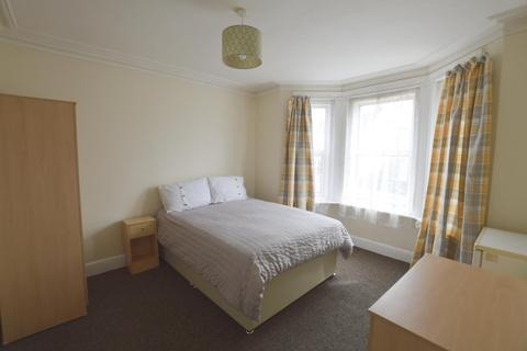 1 bedroom in a house share to rent - Albert Road Parkstone, Poole, BH12 2BX