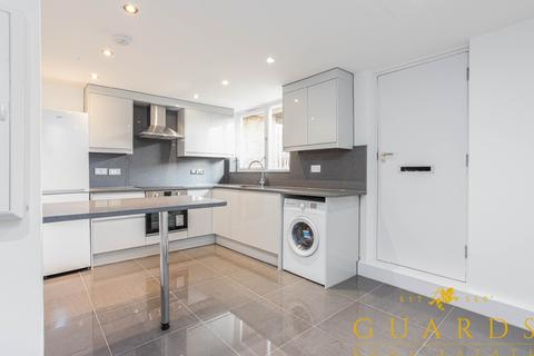3 bedroom apartment to rent - Thomas More Street, London