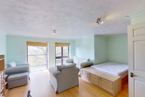 Studio to rent - Fletcher Street, Tower Hill, London, E1
