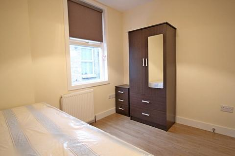 1 bedroom in a house share to rent - Lampton Road, Hounslow, TW3