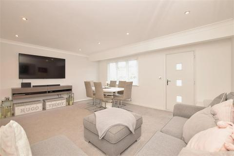 3 bedroom terraced house for sale - St. Georges Drive, Chichester, West Sussex
