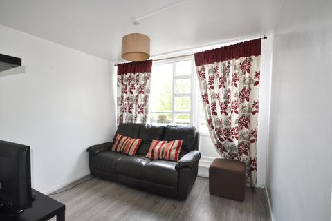 3 bedroom maisonette to rent - Hawthorn Walk, London
