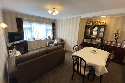 2 bedroom flat for sale - Handsworth Avenue, Highams Park, E4