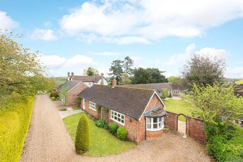5 bedroom bungalow for sale - Soulbury Road, Burcott, Wing, Buckinghamshire, LU7