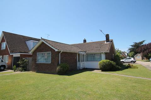 2 bedroom detached bungalow for sale - Alfriston Close, Worthing BN14 7QT