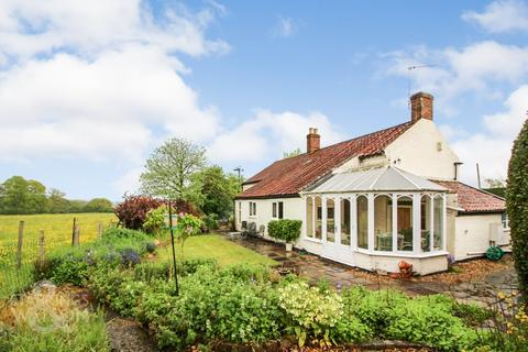 3 bedroom cottage for sale - Bungay Road, Poringland, Norwich