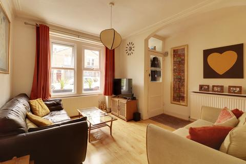 3 bedroom terraced house for sale - Eleanor Road, Bounds Green, London, N11