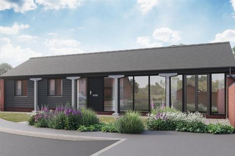 2 bedroom detached bungalow for sale - Bull Farm, Watling Street, Hockliffe