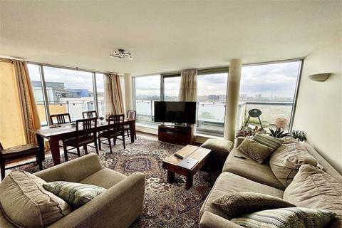 2 bedroom penthouse for sale - Tideslea Path, West Thamesmead, London, SE28