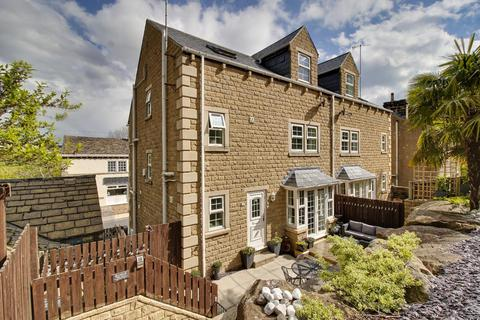 4 bedroom semi-detached house for sale - Chiltern Court, Rodley