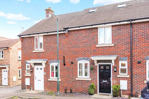 3 bedroom terraced house for sale - Saddlers Close, Billingshurst, West Sussex, RH14