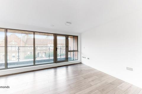 3 bedroom apartment to rent - Millicent Road, London