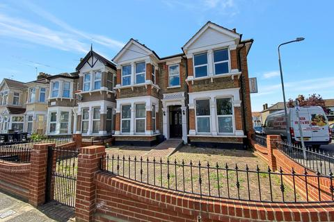 4 bedroom end of terrace house for sale - Courtland Avenue, ILFORD, IG1