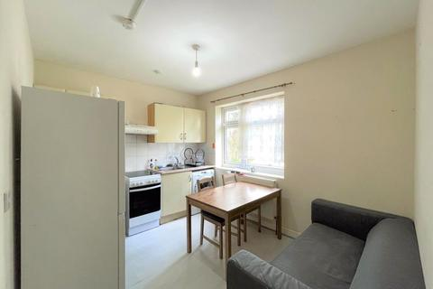 1 bedroom apartment to rent - One Bedroom Flat, The Drive, Walthamstow E17 (£1050PCM)