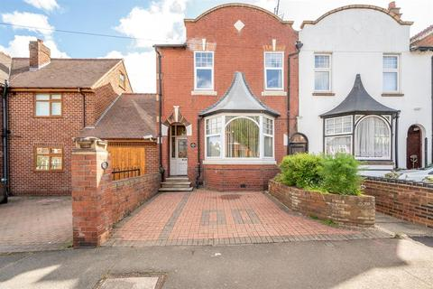 4 bedroom end of terrace house for sale - Campion, Sydney Road, Cradley Heath, B64 5BA