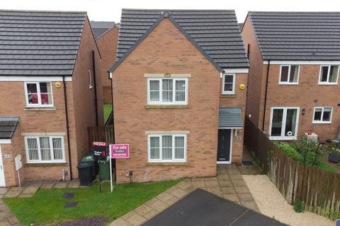 3 bedroom detached house for sale - Whinmoor Way, Leeds, LS14