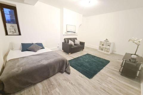 2 bedroom flat for sale - Poynders Gardens, SW4