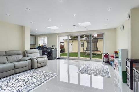 5 bedroom semi-detached bungalow for sale - Whitby Road, Ruislip