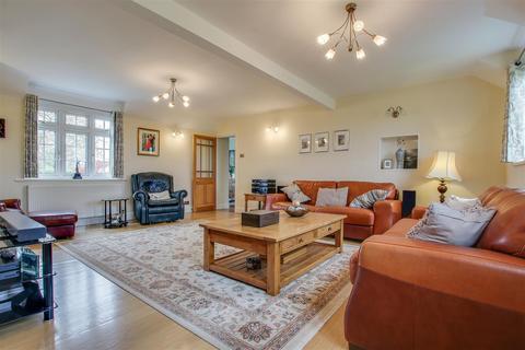 4 bedroom semi-detached bungalow for sale - West End Lane, Essendon, Hatfield