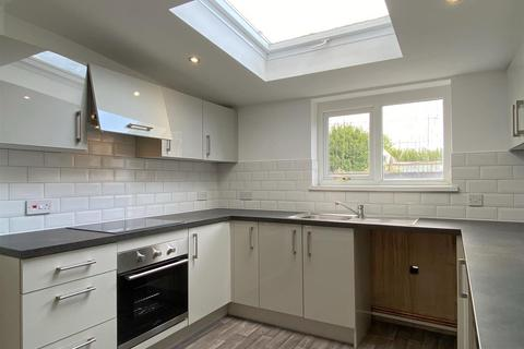 3 bedroom semi-detached house to rent - St. Leger Crescent, St. Thomas