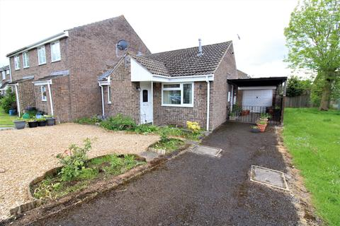 2 bedroom semi-detached bungalow for sale - Holly Close