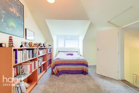 2 bedroom flat for sale - Camden Hill Road, London
