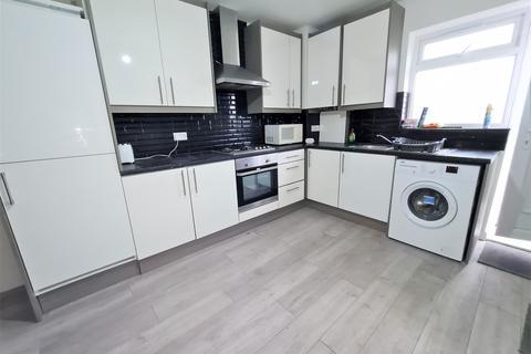 3 bedroom flat to rent - Furze Platt Road, Maidenhead, Berkshire, SL6
