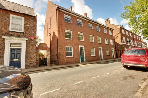 4 bedroom end of terrace house for sale - Lairgate, Beverley HU17 8EU
