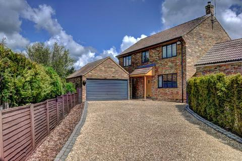 4 bedroom detached house for sale - Silver Birch Drive, Lacey Green