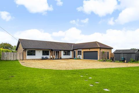 3 bedroom detached bungalow for sale - Kimbolton Road, Pertenhall