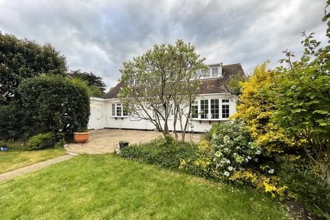 5 bedroom bungalow for sale - Long Lane,  Uxbridge, UB10
