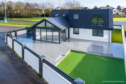 4 bedroom detached bungalow for sale - The Bungalow, Little Brynhill Lane, Barry, Vale of Glamorgan, CF62 8PN