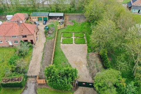2 bedroom property with land for sale - Wretham