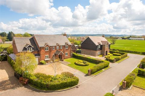 5 bedroom detached house for sale - Beacon View, Northall, Dunstable, Buckinghamshire, LU6